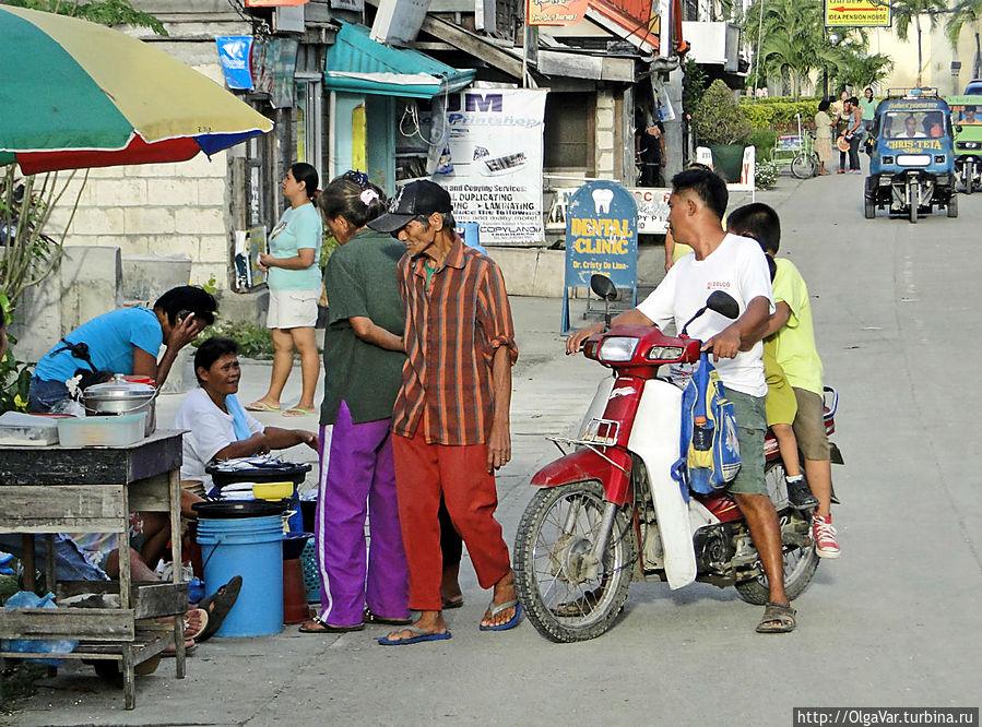 * Впрочем, на улицах тоже можно встретить спонтанный мини-рынок... Хагна, остров Бохол, Филиппины