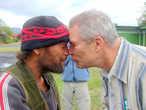 Так приветствуют и прощаются друг с другом коренные жители Новой Зеландии — маори