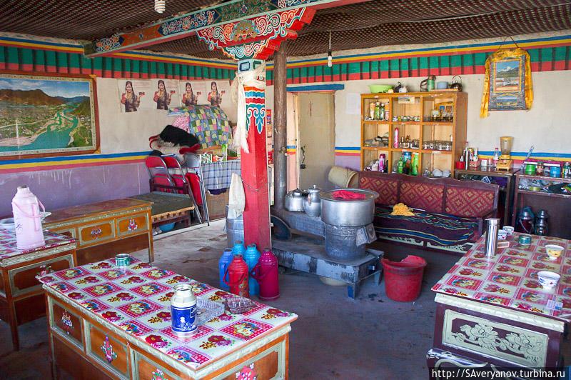 Гестхауз у озера Манасаровар, обеденный зал