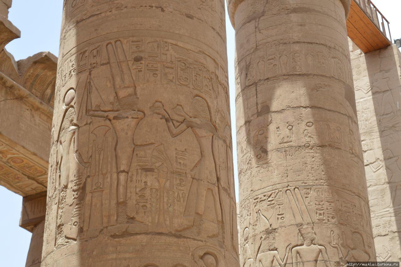 Бог плодородия Мин со своей отличительным, ответственным за плодородие атрибутом. Луксор, Египет