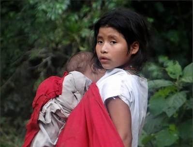 Молодая индеанка из национального парка Сьерра-Невада-де-Санта-Марта