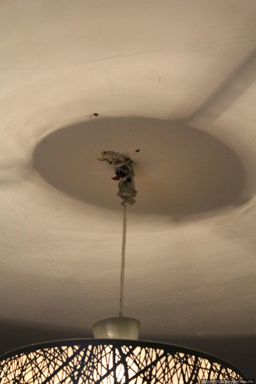 Светильник в одной из комнат