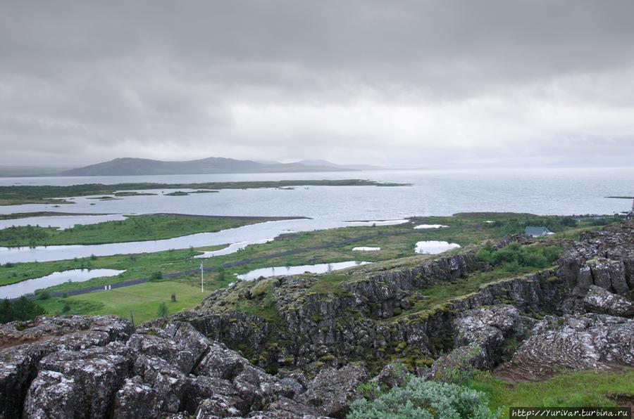 Озеро Тингвадлаватн представляет собой затопленную трещину между разошедшимися тектоническими плитами Европы и Америки Рейкьявик, Исландия