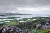 Озеро Тингвадлаватн представляет собой затопленную трещину между разошедшимися тектоническими плитами Европы и Америки
