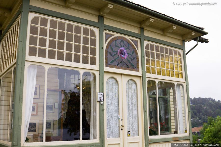 9. На нём видны мотивы стиля модерн, хотя дом, говорят, построен в викторианском стиле.