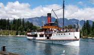 Старинный пароходик для экскурсий по озеру