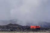Вот он, создатель ада в Карабаше. Вернее, это новый цех запущенный в 21 веке. Хотя от этого экологическая обстановка лучше не стала. Рядом с новым цехом, за кадром, работают старые цеха, к сожалению, их плохо видно.