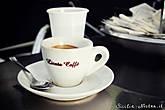 Сицилийская чашечка кофе: сам напиток находится на самом дне. Такое количество кофе кажется всем приезжим непривычным и удивительным, поэтому иностранцы часто просят сварить им кофе