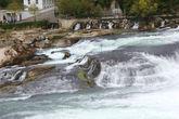Ширина потока воды в рейнском водопаде достигает 150 метров.