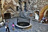 В замке есть собственный тридцатиметровый колодец, который вырыли пленные турки.