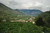 Вид на долину с террасы чайного дома в Интранье