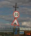 Стрит-арт на знаке на въезде в Хотьково