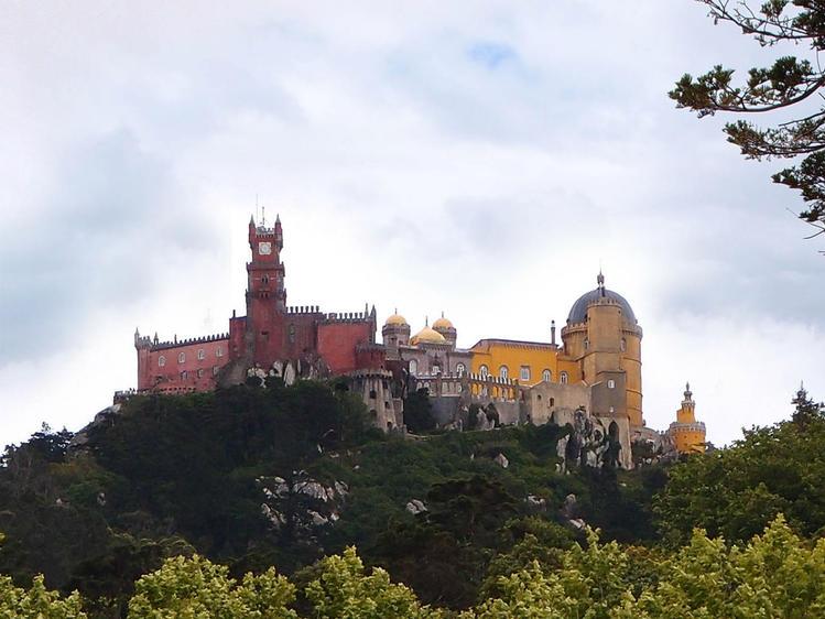 Вид на замок Пена из усад