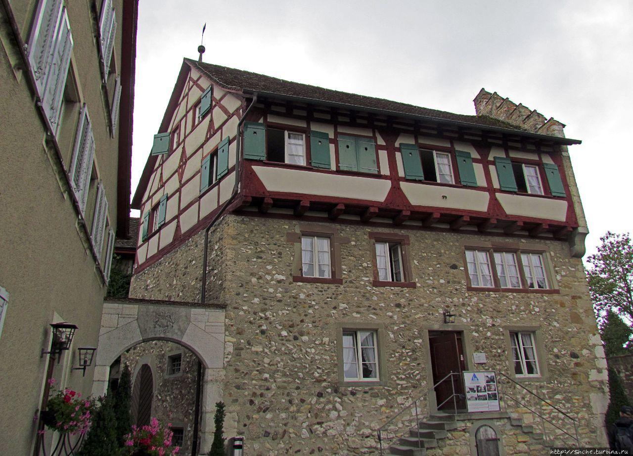 Замок Лауфен Даксен, Швейцария