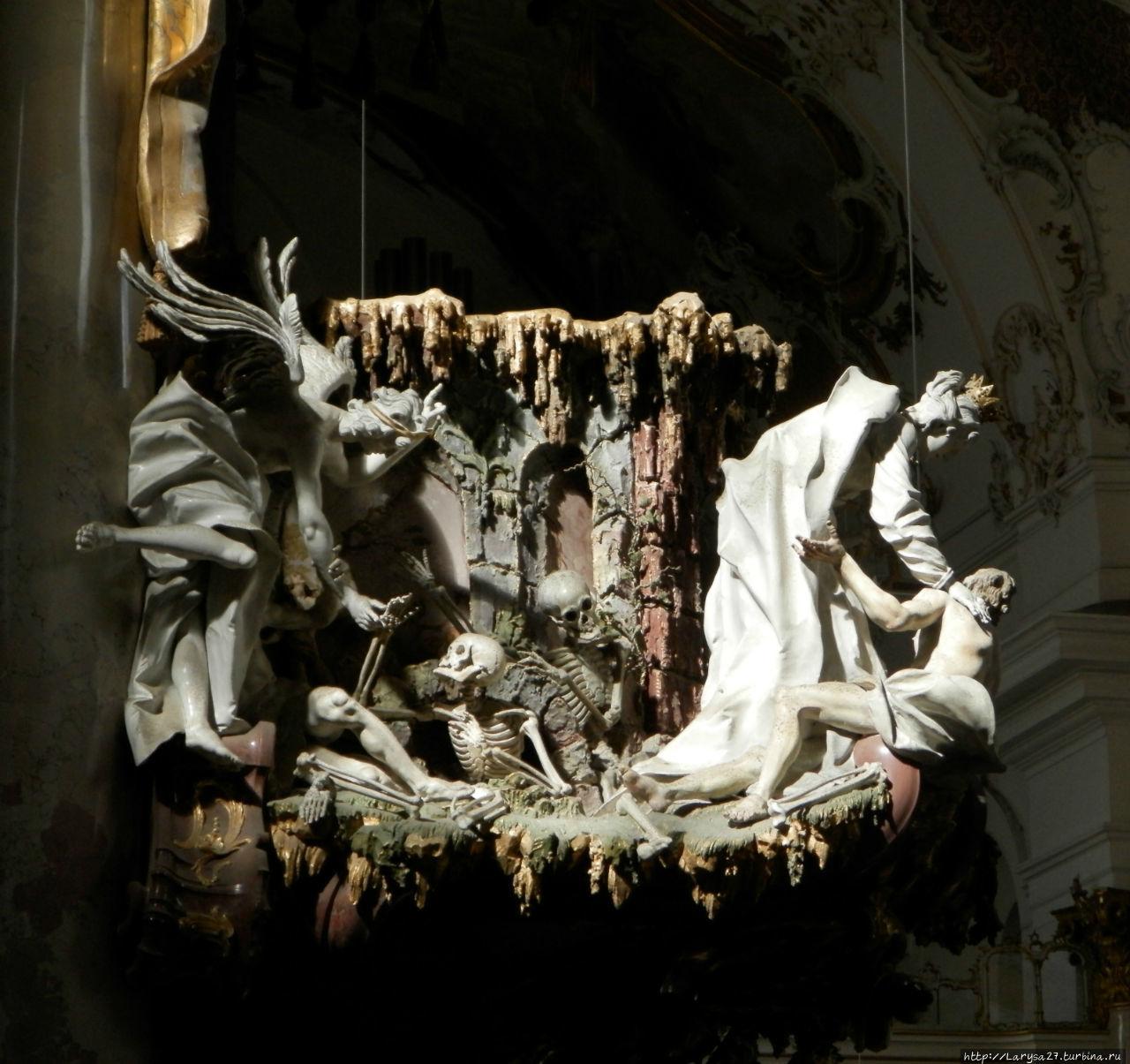 Деталь кафедры, скульптур
