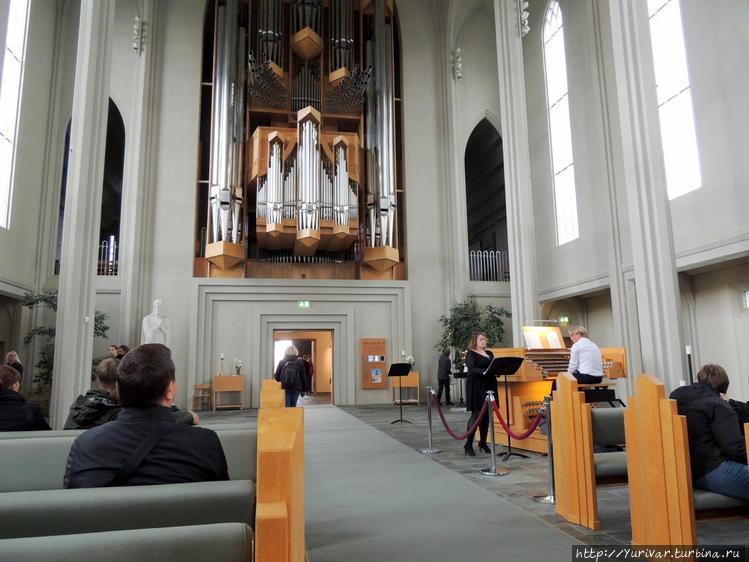 Интерьер церкви Хатльгрим