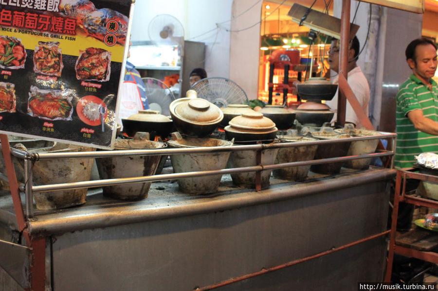 Чайна Таун: эти горшочки оказались самой вкусной едой в Малайзии. До сих пор их вспоминаю. Мы взяли с криветками...