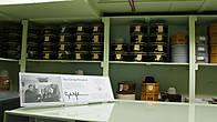 Президенту Джонсону дарили огромное количество техасских шляп и сапог, шутки ради в своем доме в Джонсон Сити президент сделал огромную прихожую где разложил по полочкам все это барахло.