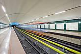 Теперь небольшая экскурсия по станциям, благо их не много. «Алатау», конечная 1-й линии. Односводчатая станция мелкого заложения с двумя боковыми посадочными платформами. Именно отсюда мы начали нашу съёмку и успели сделать один кадр, как к нам подошел первый сотрудник метрополитена.