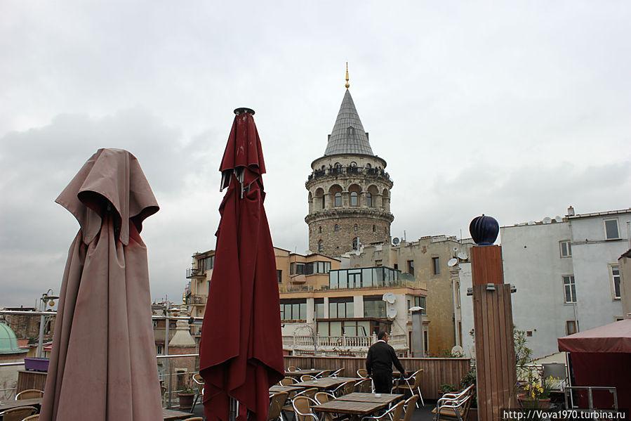 Утренний вид на Галатскую башню из района Галата.