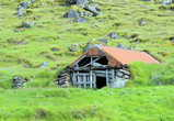 Раньше исландцы жили и в таких домах