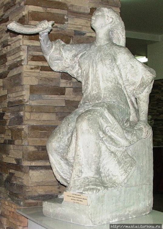 И.Н.Карачакова. Модель памятника