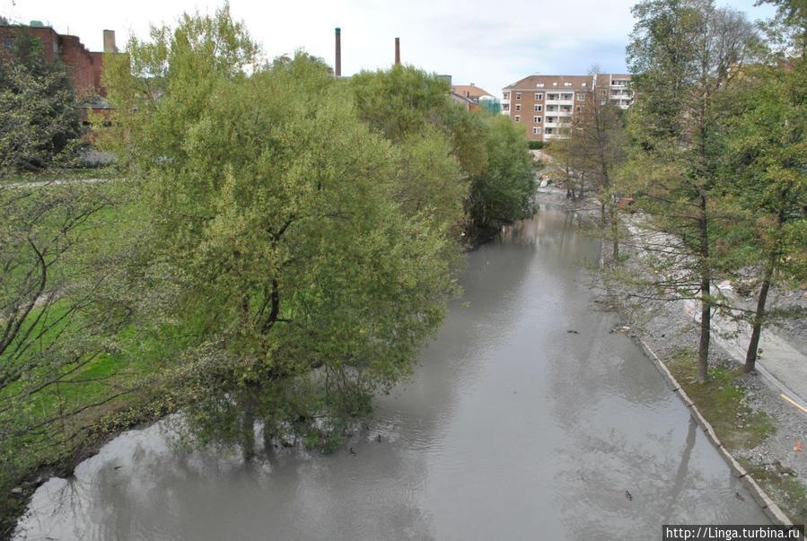 Река Акер во время нашей поездки была мутной из-за  работ по реконструкции набережной