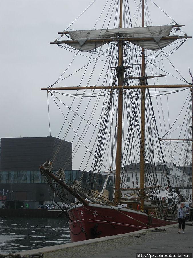 Город викингов.Это можно увидеть даже по короблях.