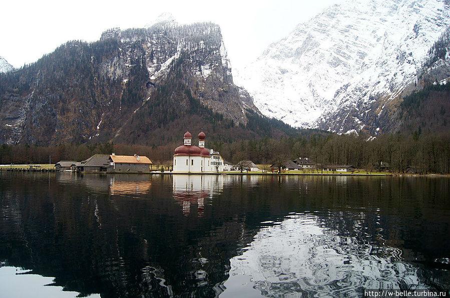 Озеро Кенигсзее и церковь Св. Варфоломея. Рамзау-Берхтесгаден, Германия