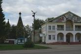 Здесь же на площади находится Дом культуры, администрация и памятник В.И.Ленину.