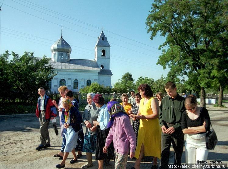 местные шведы идут в церк