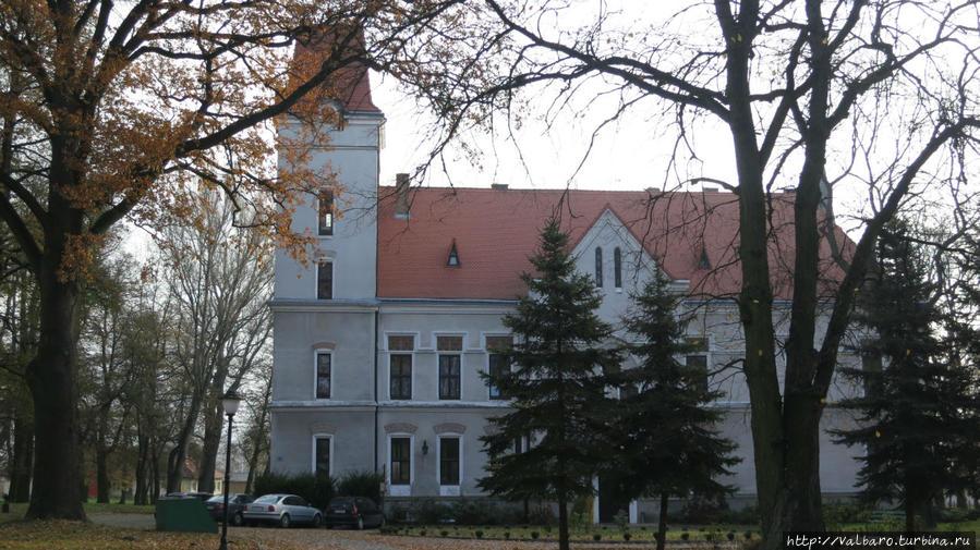 Замок напротив