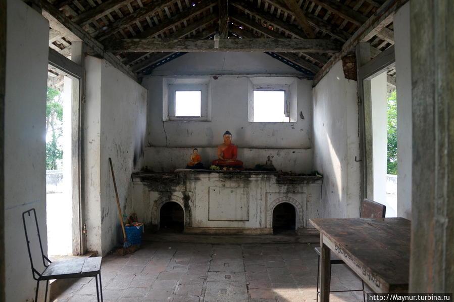 Пещерный  храмовый  комплекс  Мулкиригала... Тангалла, Шри-Ланка