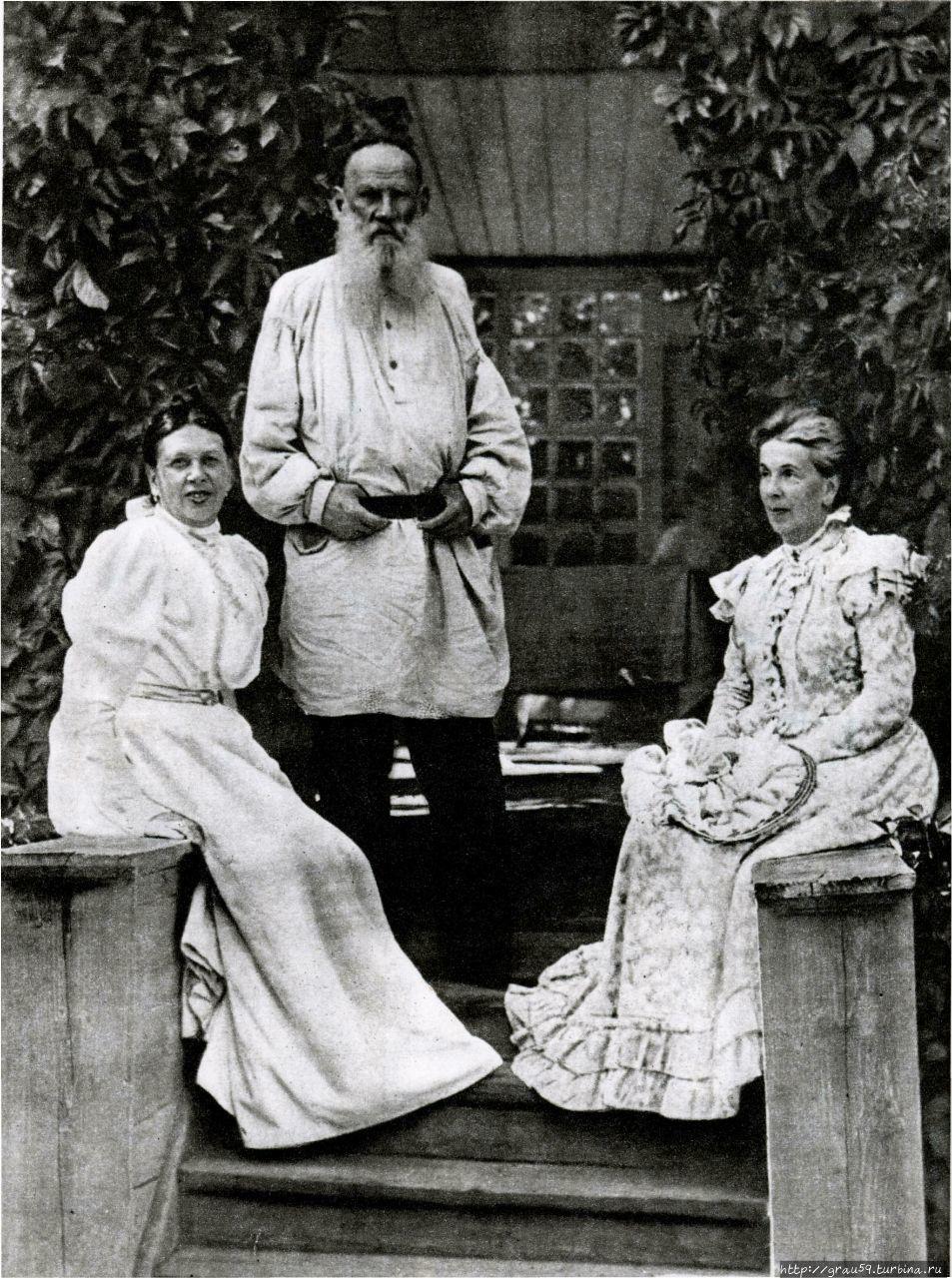 Лев Толстой с сестрами Со