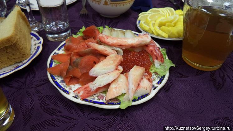 Красная рыба, икра и краб