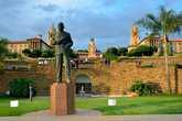 Памятник премьер-министру Джеймсу Герцогу