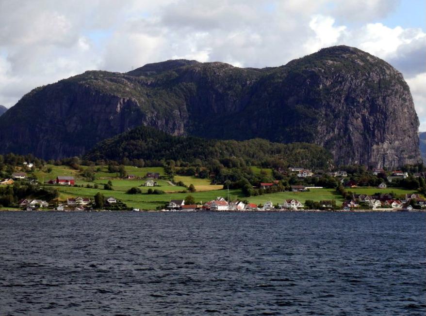 Сюрная гора рядом с Lauvvik.