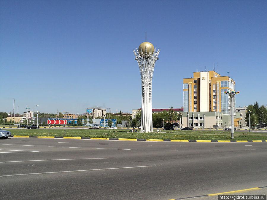 Байтерек — вид с ул.пр.Казахстана.