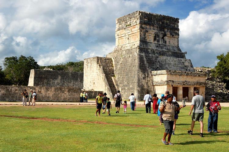 Среди построек майя бродя