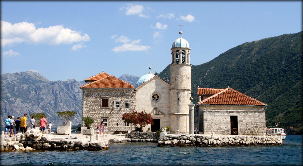 Мадонна на рифе или рукотворный остров Адриатики Пераст, Черногория