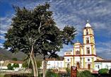Любой южноамериканский городок без собора на центральной площади трудно себе представить. Не лишен этого украшения и Эль Кокуй