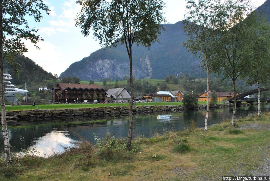 Второе здание слева — как раз паб