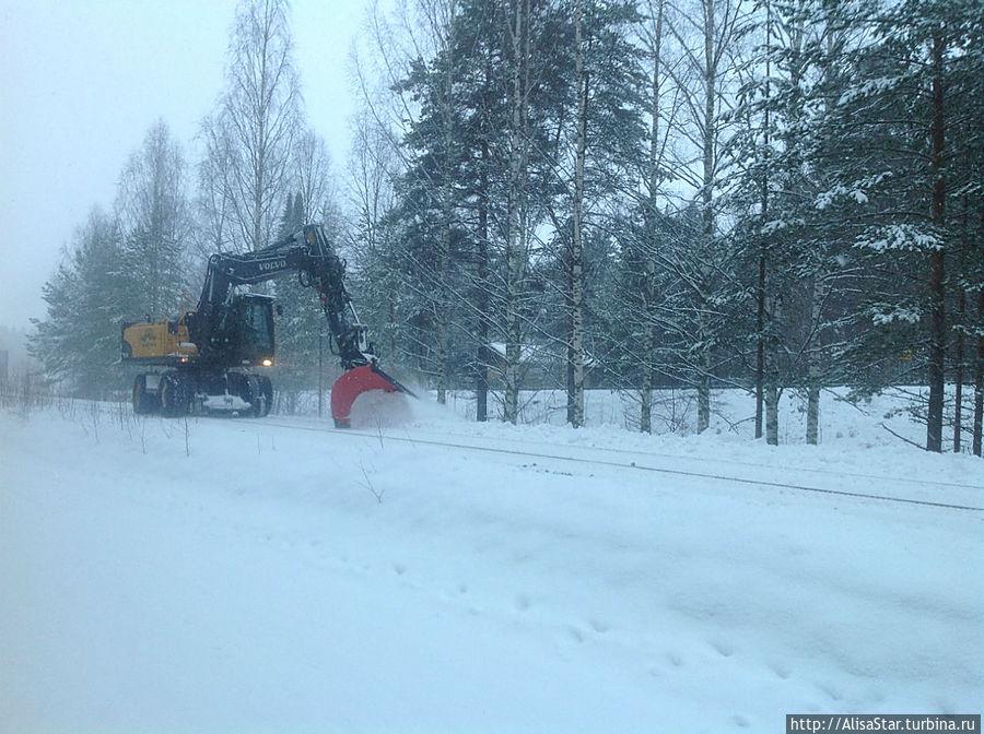 Чистка железной дороги от снега!