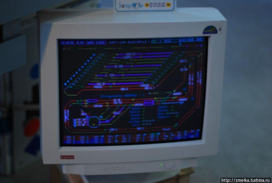 Монитор транслирует работу программки по запуску моделей