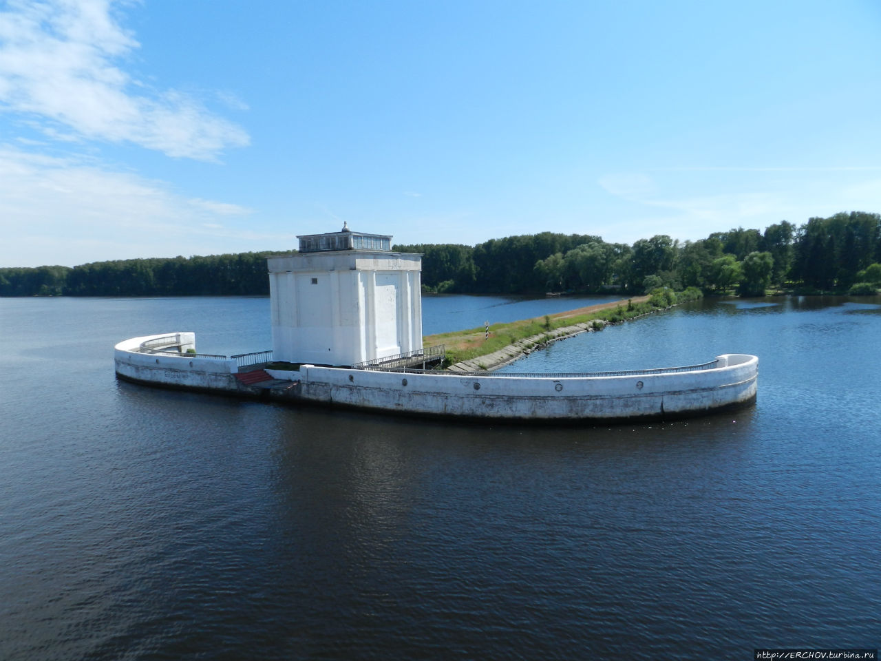 Заградворота №108 разделяющих Икшинское и Пестовское водохранилища.