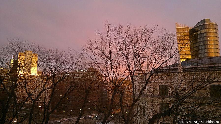 рассвет — вид слева из окна номера