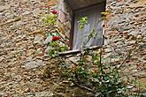 еще окна и еще цветы — подлинная тема этого города