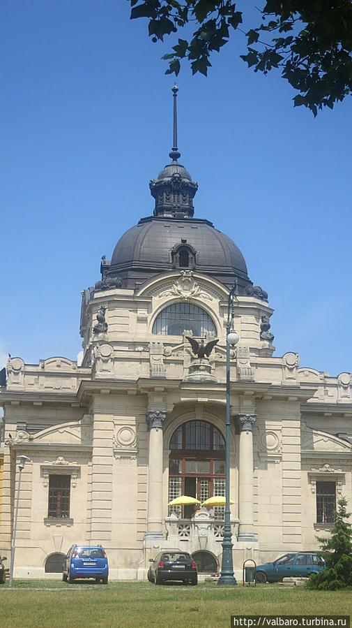 Купальни Сечени, вход для посетителей