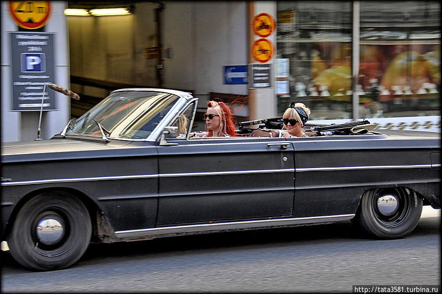 Ретро автомобили на дорогах Финляндии Финляндия
