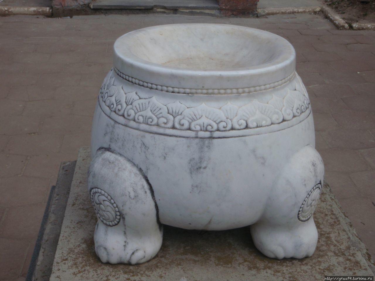Статуя Будды Шакьямуни Элиста, Россия